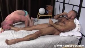 Deux cochonnes se font lcher les pieds - tukifcom