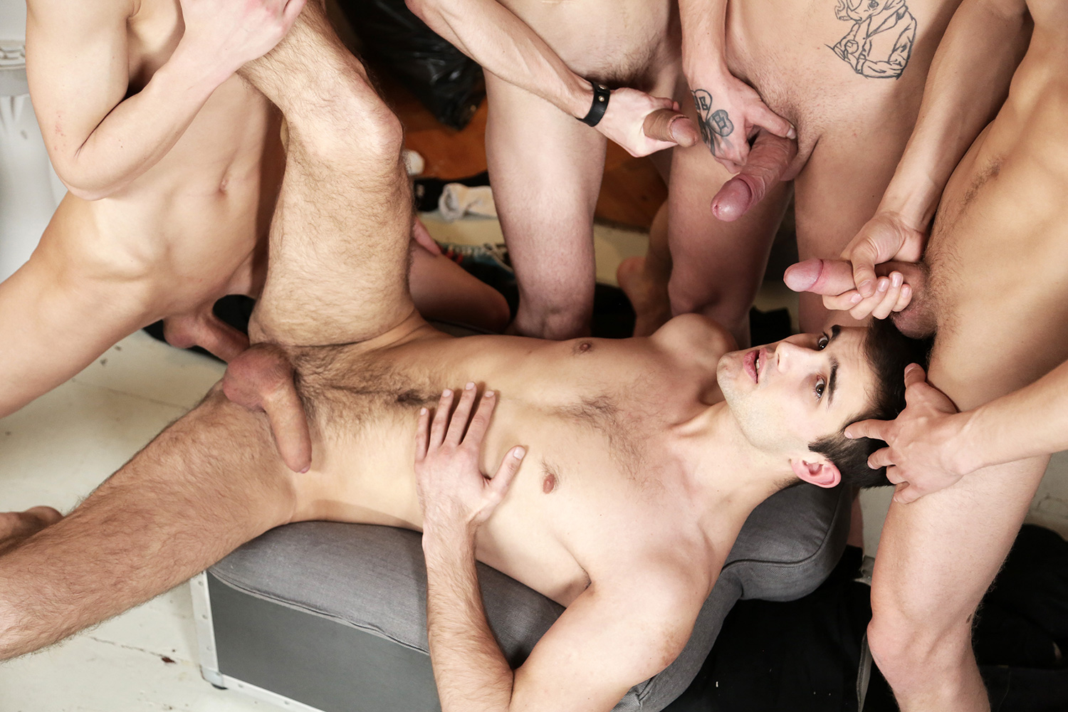 video porno gay gang bang