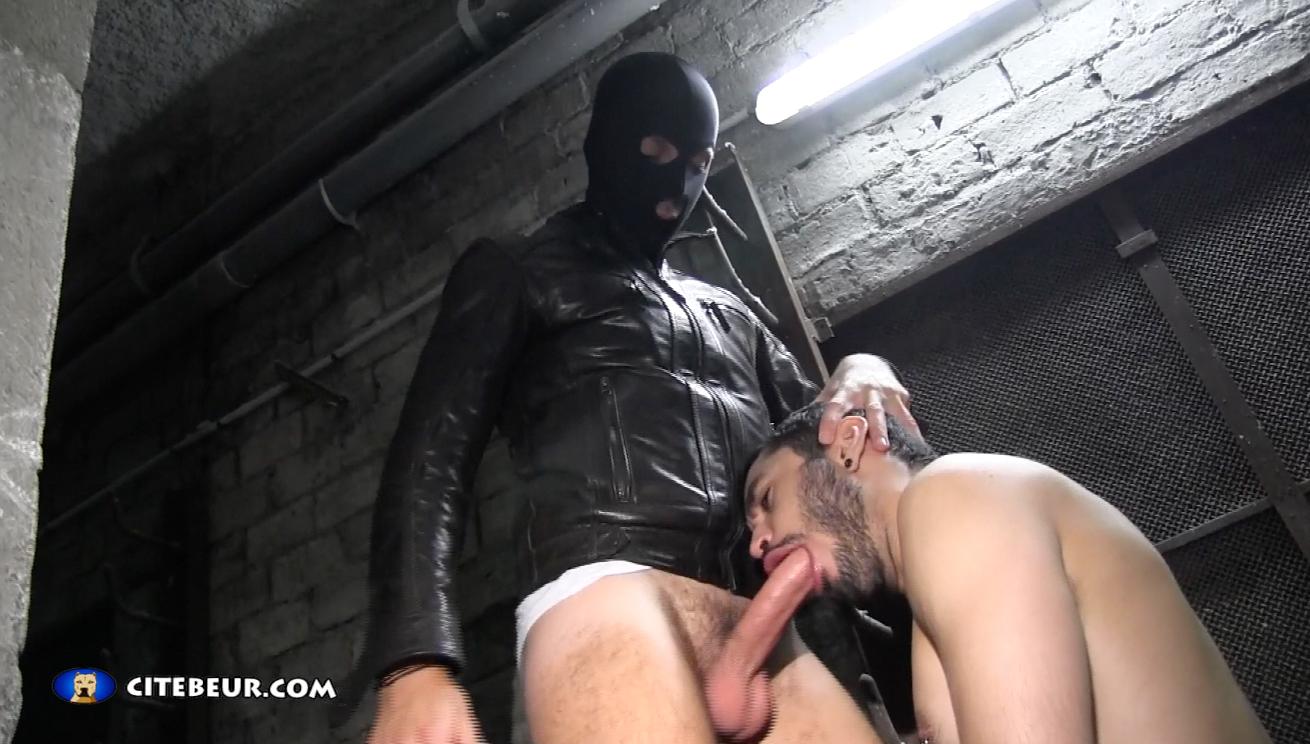 Gay mec chaud pour baise en sous-sol