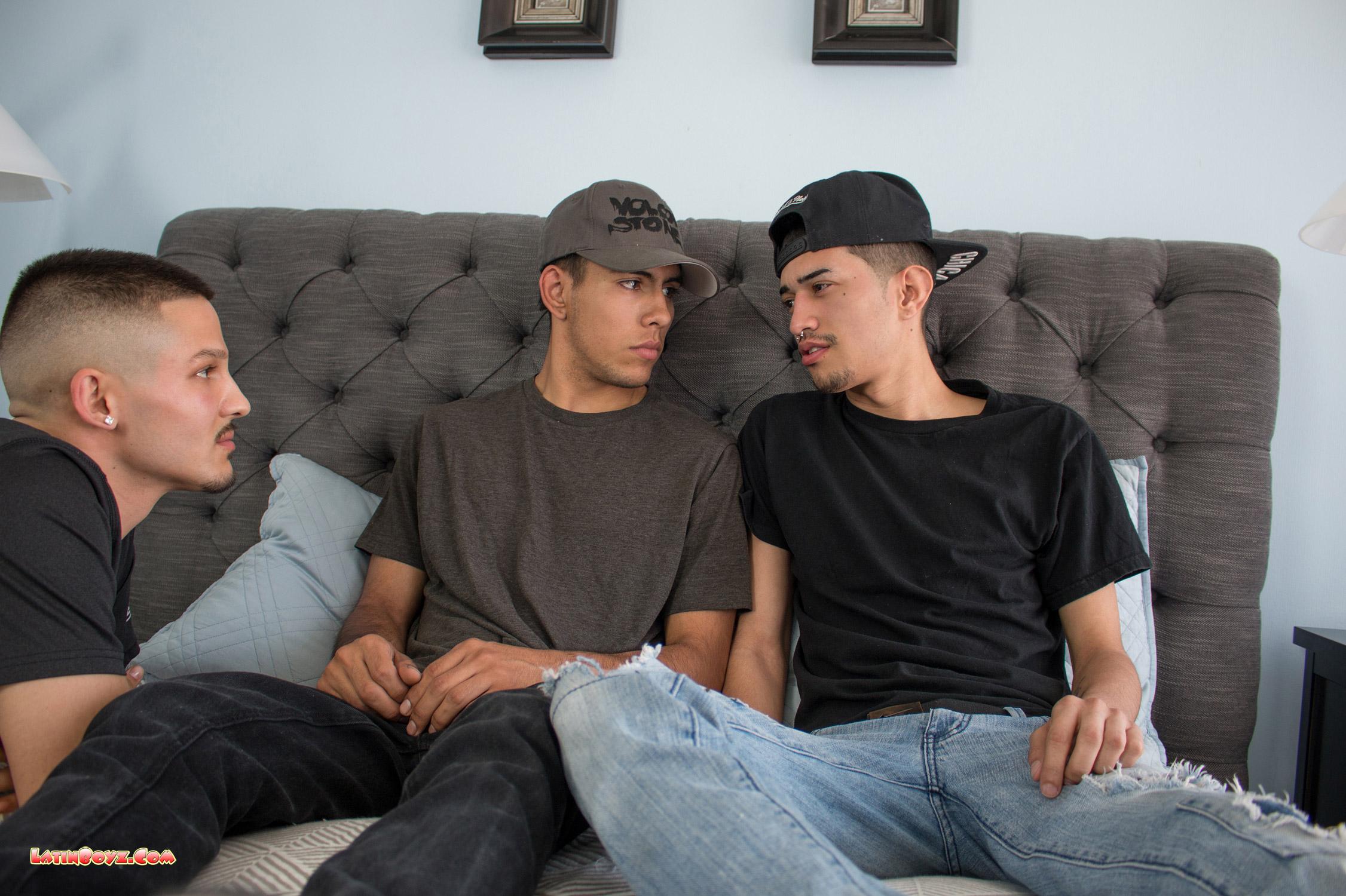 Gay latino tres algunos