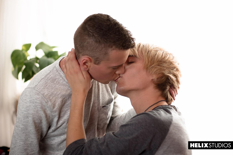 initiation gay gay minet blond