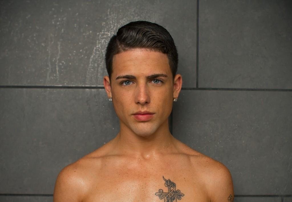 mobile gay mec homme gay sous la douche
