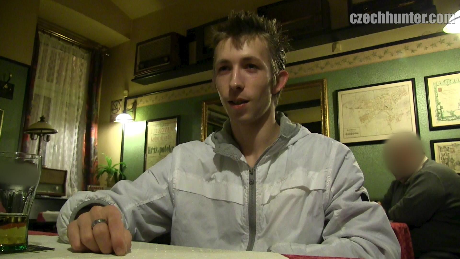 Czech Hunter 396 | GayMobile.fr